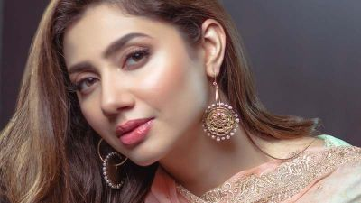 Mahira Khan breaks internet with her hot and sexy avatar, photos goes viral