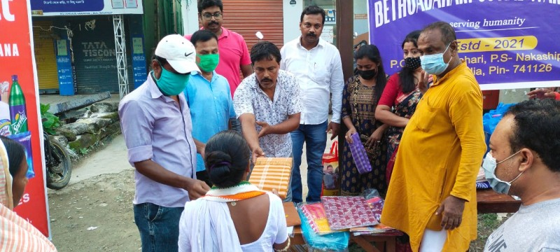 Budgett retail chain conducts clothes distribution drive to help the needy
