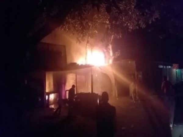 Uttar Pradesh: Two shops caught fire in Sitapur due to short circuit