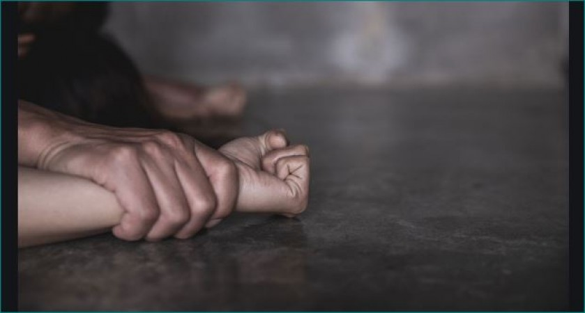 Sonbhadra: Three youths gangrape a girl who went to visit temple